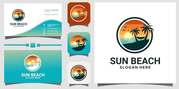 Vettore di progettazione di logo della natura della spiaggia di viaggio di estate con il fondo del modello del biglietto da visita