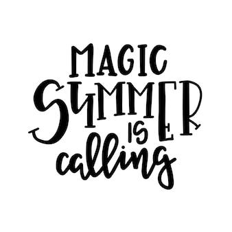 Poster di tipografia estiva. frase scritta concettuale t-shirt con lettere a mano design calligrafico. inspirational Vettore Premium