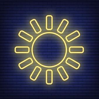Icona del sole bagliore in stile neon, concetto di condizioni meteorologiche contorno piatto illustrazione vettoriale, isolato su nero. sfondo di mattoni, roba etichetta clima web.