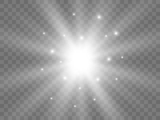 Luce solare su uno sfondo trasparente. raggi di luce bianchi isolati. illustrazione vettoriale