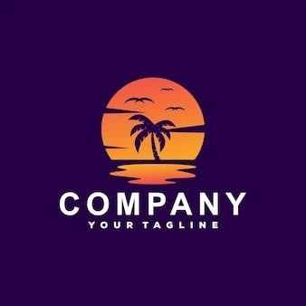 Design del logo sfumato sull'oceano al tramonto