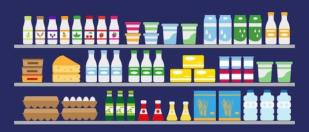 Scaffali del supermercato con cibo e bevande latticini, acqua, uova e generi alimentari