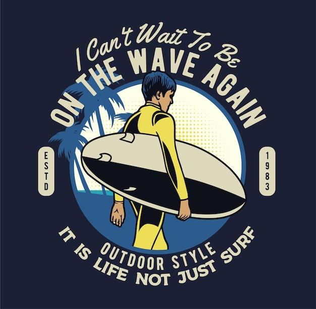 Ragazzo surfista sulla spiaggia