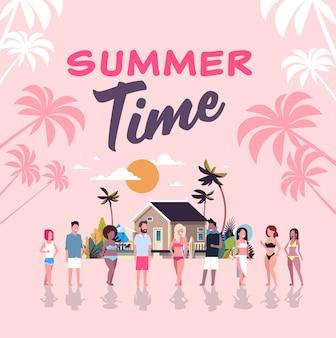 Surfista estate mix gara persone gruppo tavola da surf sulla spiaggia tropicale villa al tramonto casa lettering tropicale