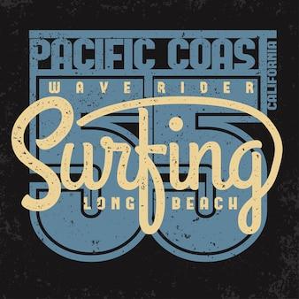 Progettazione grafica di t-shirt da surf. timbro di stampa surf. i surfisti della california indossano l'emblema della tipografia. design creativo.