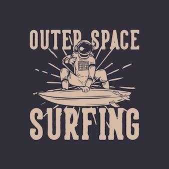 T-shirt design surf nello spazio esterno con astronauta surf illustrazione vintage