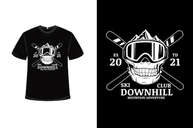 T-shirt design con avventura in montagna in discesa dello sci club in bianco