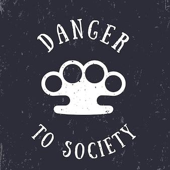 T-shirt stampata con nocche, pericolo per la società