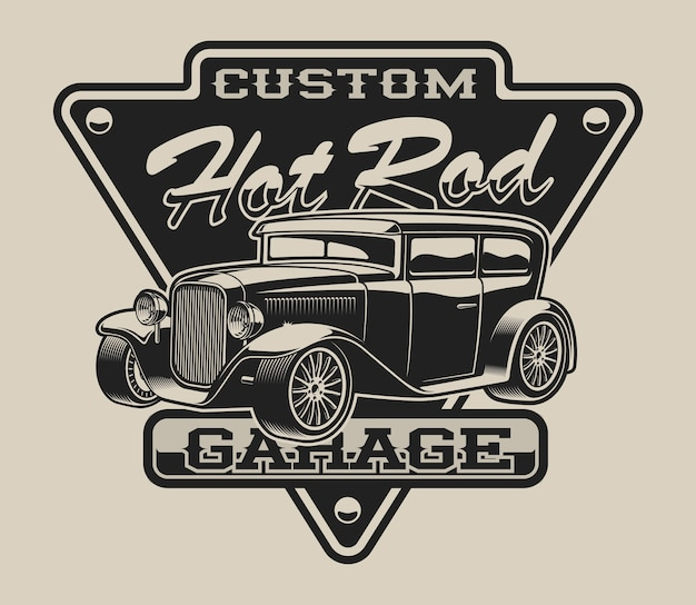 T-shirt con un hot rod in stile vintage su sfondo bianco.
