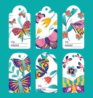 Tag design con farfalla, set di etichette, illustrazione vettoriale. collezione grafica floreale vintage, elemento di vendita primaverile con stile disegnato. adesivo promozionale con insetto, fiore e foglie.