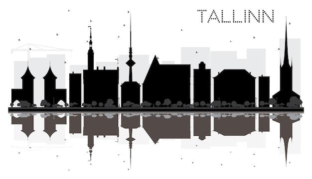 Sagoma in bianco e nero dell'orizzonte della città di tallinn con riflessi. illustrazione vettoriale. semplice concetto piatto per presentazione turistica, banner, cartellone o sito web. paesaggio urbano con punti di riferimento.