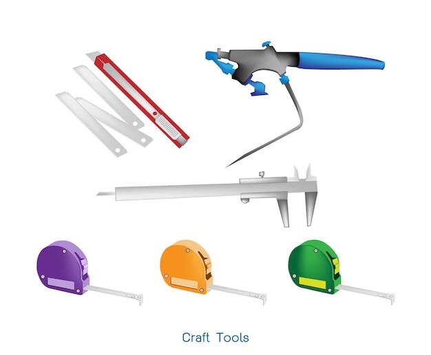 Misura di nastro, aerografo, pinza e coltello di carta