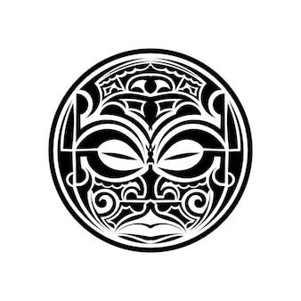Maschera in stile tatuaggio isolata su sfondo bianco.