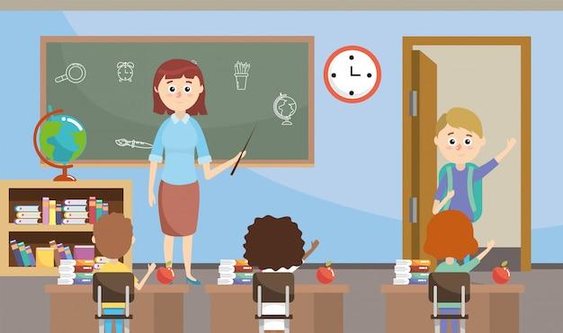 Insegnante con studenti con libreria didattica in classe