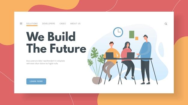 Team di specialisti it che costruiscono il futuro dell'azienda