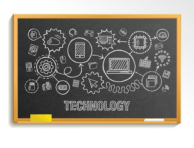 Il disegno a mano della tecnologia integra le icone messe sul consiglio scolastico. schizzo illustrazione infografica. pittogrammi di doodle collegati, internet, digitale, mercato, media, computer, concetto interattivo di rete