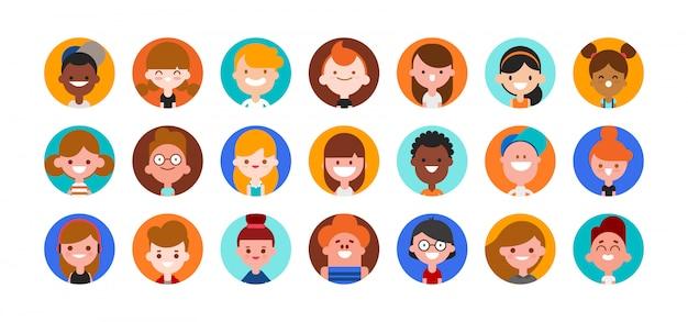 Collezione di avatar per ragazzi e bambini. volti di bambini, ragazzi e ragazze carini. illustrazione piana del fumetto di stile di progettazione isolata