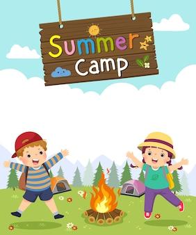 Modello per brochure pubblicitaria con cartone animato di bambini con cartello da campeggio in legno. manifesto del campo estivo per bambini.