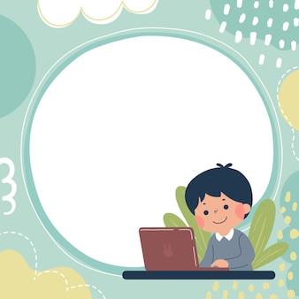 Modello per brochure pubblicitaria con un ragazzino felice che impara con il suo computer portatile. concetto di educazione.