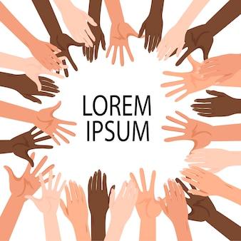 Modello per il testo con le mani alzate di persone di diverse nazionalità