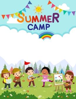 Modello con cartone animato di bambini che fanno attività in campeggio. manifesto del campo estivo per bambini.