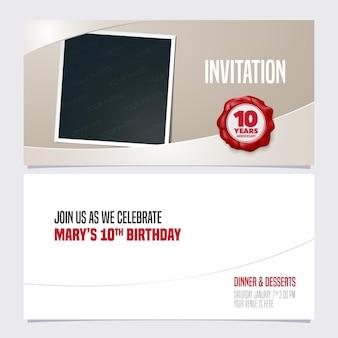 Modello di invito anniversario di dieci anni con collage di cornici fotografiche