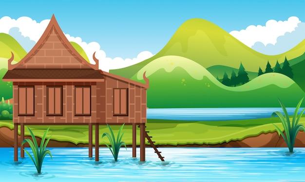 Casa in stile tailandese nell'acqua