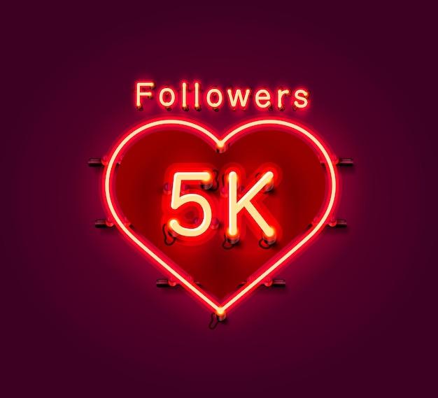 Grazie seguaci persone, gruppo sociale online 5k, insegna al neon