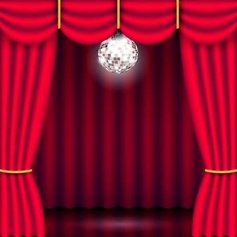 Sfondo palcoscenico con tenda rossa e palla da discoteca argento specchio luminoso. mostra il poster del concerto in background. illustrazione 3d realistica