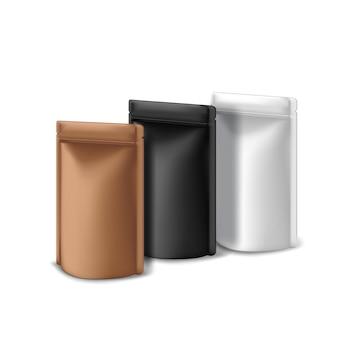 Tre modelli di mockup di sacchetti con chiusura a zip in foglio di carta kraft nera, bianca e rame su sfondo bianco