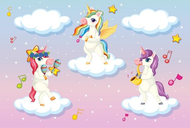 Tre graziosi unicorn o pegasus in piedi sulle nuvole nel cielo pastello