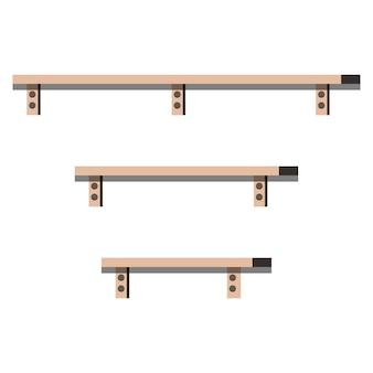 Tre ripiani in legno di diversa lunghezza isolati su sfondo bianco.