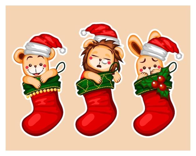 Tre calzini appesi su natale calzini natalizi decorazioni natalizie