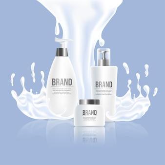 Tre bottiglie di plastica bianche con il marchio e la spruzzata bianca