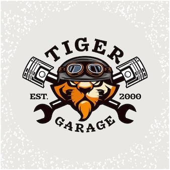 Riparazione auto testa di tigre e logo garage personalizzato.