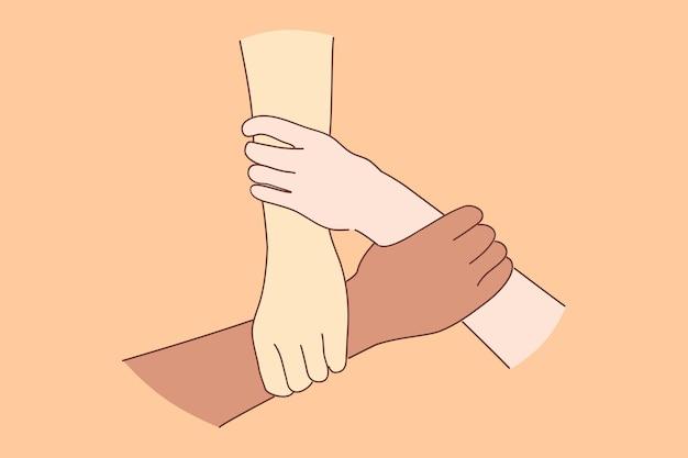 Tolleranza, gruppo multirazziale, concetto di antirazzismo. le mani della gente caucasica asiatica nera che si tengono come simbolo di unità supportano l'amore e la squadra internazionale