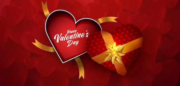 Vista dall'alto vuoto scatola regalo cuore aperto san valentino su cuori rossi