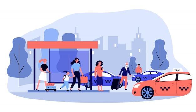 Turisti con bagagli in attesa di taxi