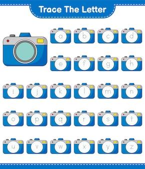 Traccia la lettera. lettera di tracciamento con fotocamera. gioco educativo per bambini, foglio di lavoro stampabile, illustrazione vettoriale
