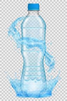 Corona d'acqua trasparente e spruzzi di colore azzurro intorno a una bottiglia di plastica con tappo blu