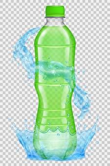 Corona d'acqua trasparente e spruzzi di colore azzurro intorno a una bottiglia di plastica con tappo verde