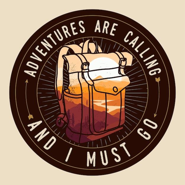 Avventure di viaggio logo rotondo o distintivo o patch o modello di t shirt con sagoma di zaino effetto doppia esposizione con paesaggio di montagne