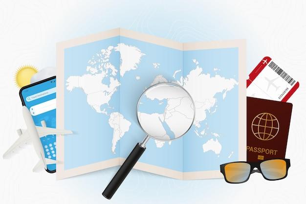 Destinazione di viaggio mockup turistico di israele con attrezzatura da viaggio e mappa del mondo