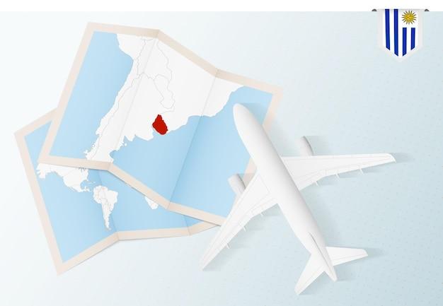 Viaggio in uruguay, aereo vista dall'alto con mappa e bandiera dell'uruguay.