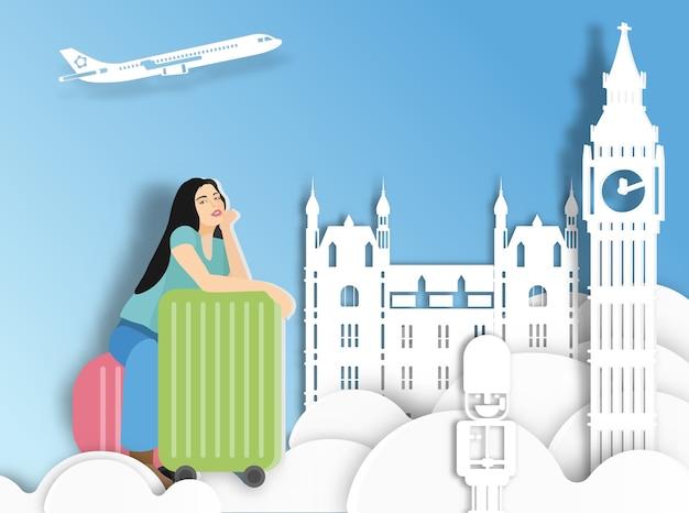 Donna itinerante con la valigia su sfondo di londra