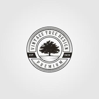 Logo dell'albero vintage nell'illustrazione dell'emblema