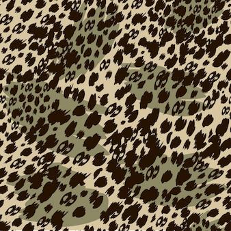 Motivo safari alla moda senza cuciture nei toni naturali del verde e del marrone, forme animali astratte