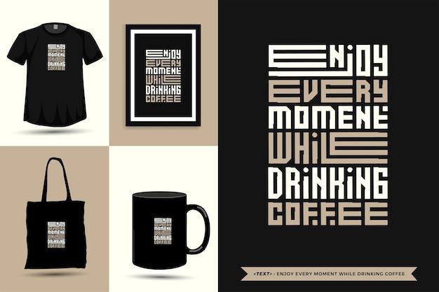Tipografia alla moda citazione motivazione tshirt goditi ogni momento mentre bevi un caffè per la stampa. poster, tazza, borsa tote, abbigliamento e merce tipografica di design verticale con lettere tipografiche