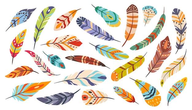 Piume tribali boho etnico stilizzato uccello piatto cartone animato elegante colorato set vettoriale bohémien