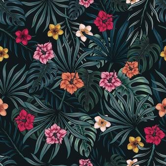 Modello senza cuciture colorato floreale tropicale con foglie e fiori esotici su sfondo scuro